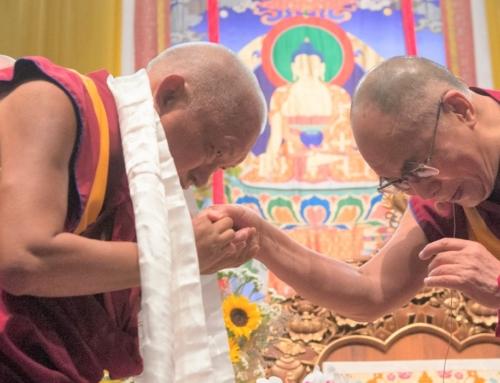 Offerta di mille statue di Buddha Shakyamuni a Sua Santità il Dalai Lama